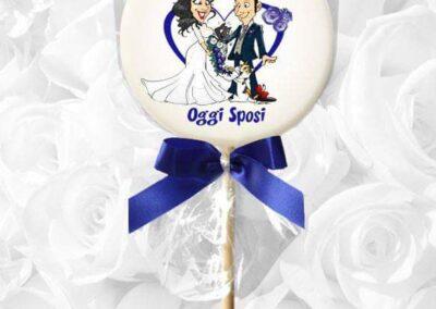 caricatura-sposi-leccalecca-lollypop-personalizzato_valentino-villanova-400x284 Partecipazioni nuziali con caricatura
