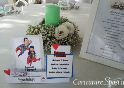segnatavoli-segnaposti-sposi-personalizzati-supereroi_valentino-villanova-400x284 Partecipazioni nuziali con caricatura