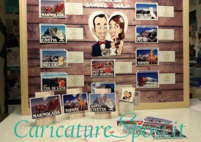 tableau-mariage-segnatavoli-personalizzato-sposi-montagna_valentino-villanova-400x284 Partecipazioni nuziali con caricatura